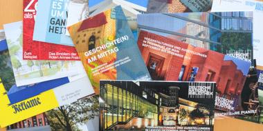 Einladungskarten, Veranstaltungsflyer und Programmleporellos der Deutschen Nationalbibliothek