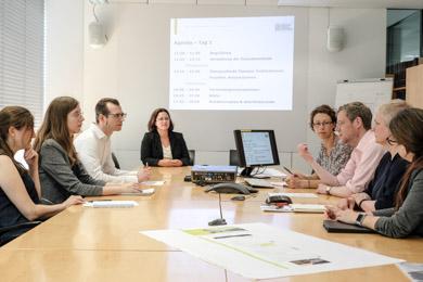 Arbeitsatmosphäre bei einem Projekttreffen in der Deutschen Nationalbibliothek in Frankfurt am Main