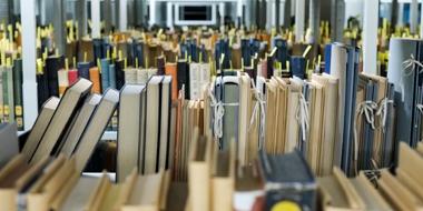 Für den Digitalisierungsworkflow vorbereitete Bücher im Magazin der Deutschen Nationalbibliothek in Frankfurt am Main.